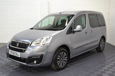 Citroen Berlingo The Same WAV Car Peugeot Partner 2011 2017 difference front bumpers different front grill - 2